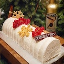 Still dreaming of this snowy looking log cake that hides a very tropical interior : Coconut mousse with Calypso Mango!