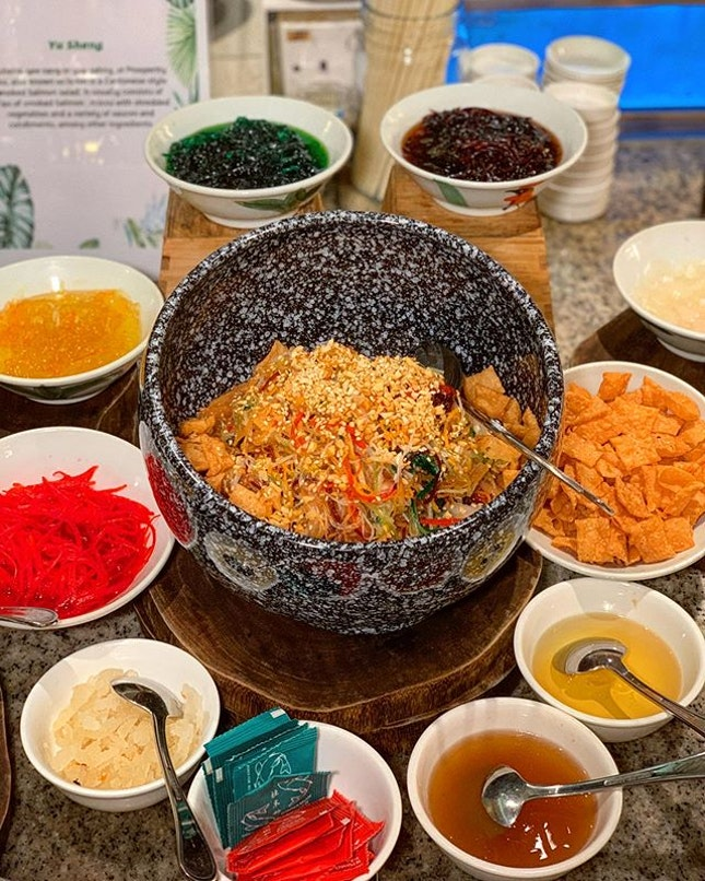 Here's a 1-for-1 Chinese New Year buffet promotion!