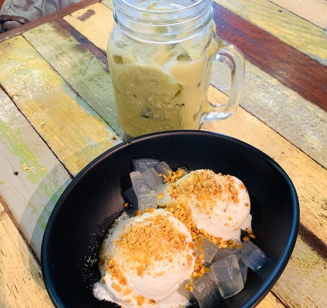 Coconut Ice-Cream and Thai Milk Tea