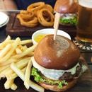 Delicious burger, fries and beer 🍻