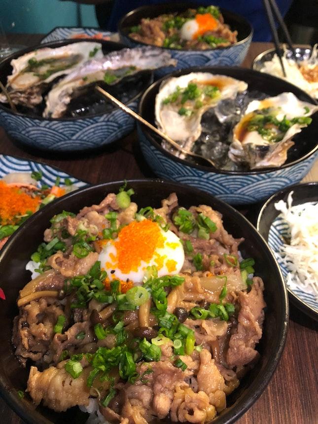 Sukiyaki Don Set With Oysters, Scallops And Wine
