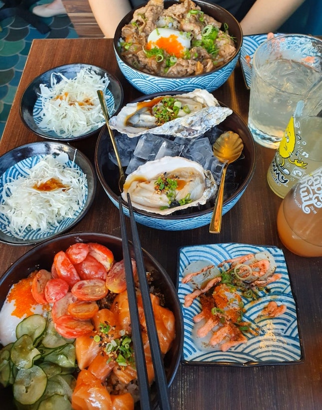 Good oysters and scallops, but average rice bowls.