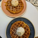 Ice-cream w waffle