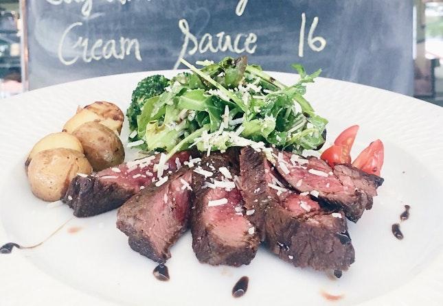 Tagliata Manzo -- thinly sliced beef tenderloin w rucola salad