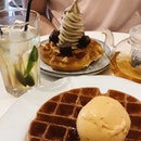 Crsipy Waffles & Ice Cream