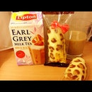 My supper right now! Leopard prints Tokyo Banana & Earl Grey MilkTea!!