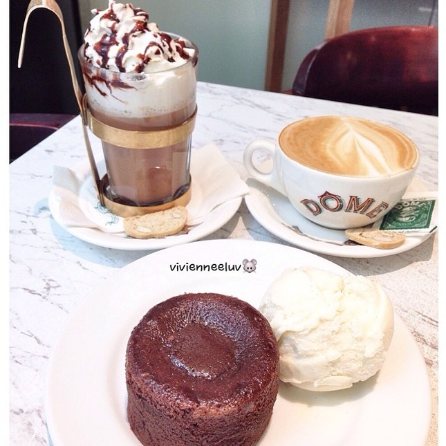 Coffee date with 👦❤️ ➊ [Mocha Creme S$6.60]  ➋ [Flat White S$5]  ➌ [Chocolate Lava with Gelato S$6.90]