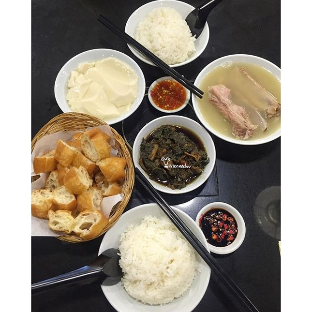 Dinner treat from the annoying friend last night☺️😘😍 [Bak Ku Teh Set S$11 - BKT, rice, Beancurd, youtiao], we topped up a [Preserved Vegetables S$3.90] because I find that S$7+ for a small plate of Kai Lan is pretty expensive.