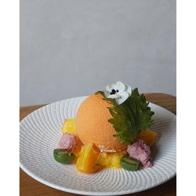 Good morning🌻 Here's my favourite plated dessert from the Korean month menu which is starting tomorrow.