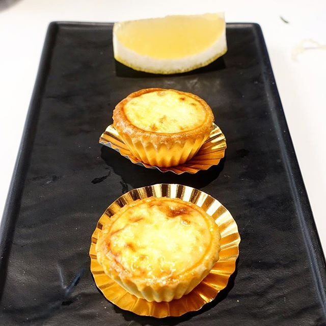 Baked cheese tart.