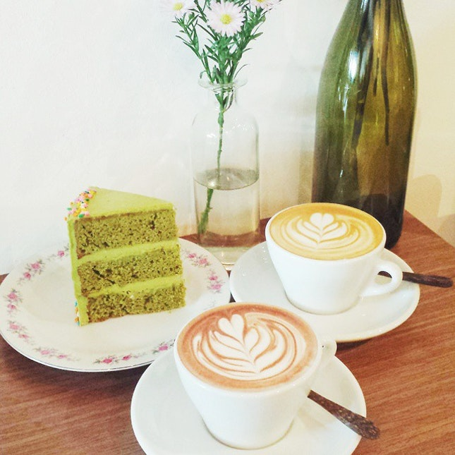 Matcha cake, hot chocolate and latte.