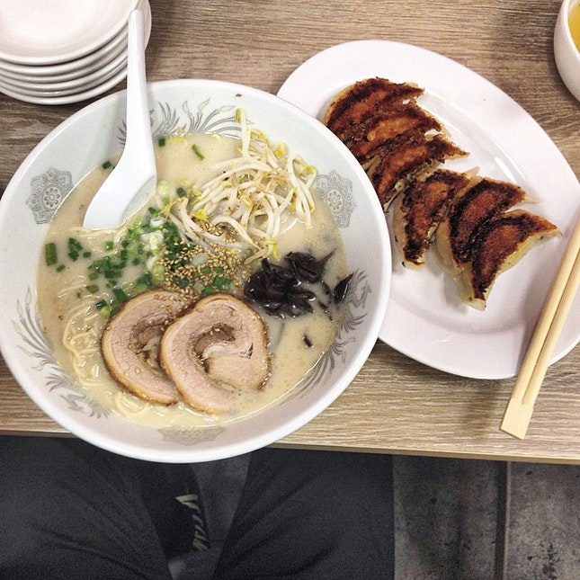 A pippin' hot bowl of Ramen with crisp on the side of the Gyoza is able to warm my heart ❤️