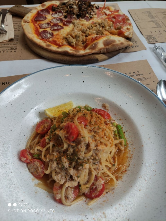 Crab Pasta And Cali's I-want-meat-zza