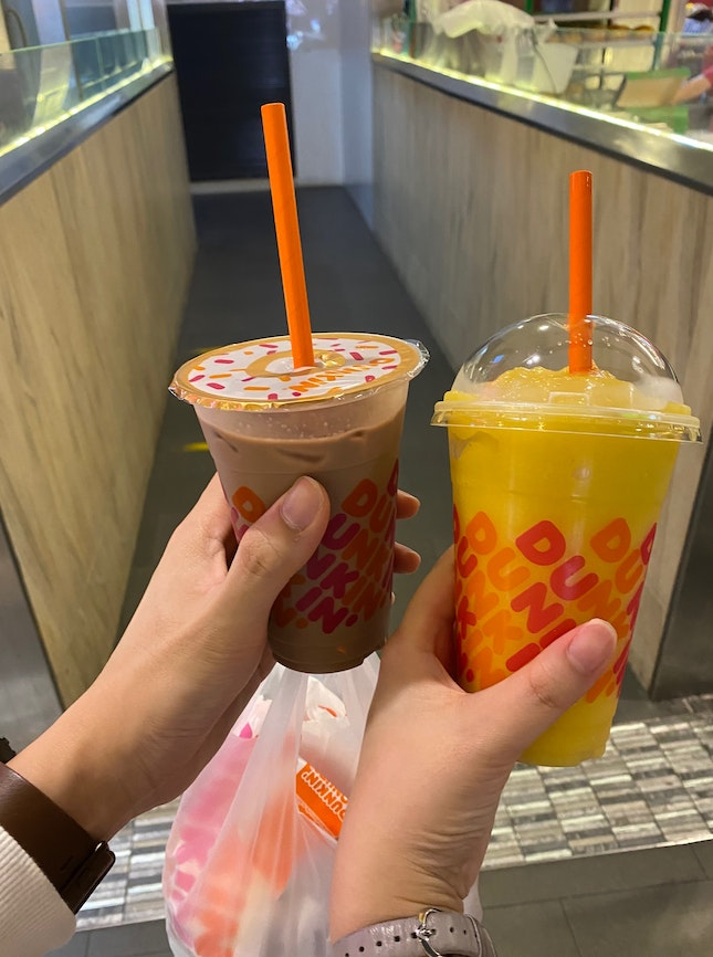 4 Donuts 🍩 & 2 Drinks