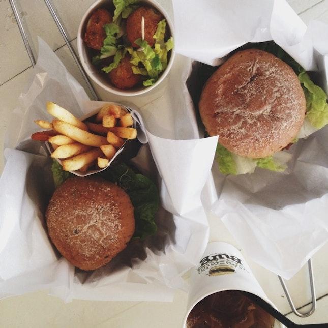 Halal Foods & Cafés
