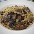 ~Beef Cheek Tagliatelle~  delicious slow-cooked beef cheeks in red wine & citrus w tagliatelle n mushrooms * * The Oriole Coffee + Bar @ Capitol Piazza  #singaporefood #sgfood #sgeats #instafood #instafoodsg #foodhunt #foodporn #foodsg #foodpornsg #exploresingaporeeats #exsgcafes #burpple #lunch #yummy #capitolpiazza #singaporeinsiders #sgcafe #sgcafes #cafesg #sgigfoodies #sgfoodies