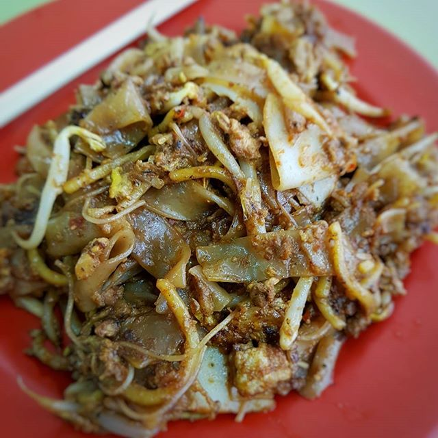 Outram Park Fried Kway Teow | Hong Lim Market & Food Centre  #singaporefood #sgfood #sgeats #instafood #instafoodsg #foodhunt #foodporn #foodsg #foodpornsg #exploresingaporeeats #exsgcafes #burpple #uncagestreetfood #exploresingapore #singaporeinsiders #sghawker #hawkersg #hawkerfood #eatoutsg #sgigfoodies #sgfoodies #foodshare