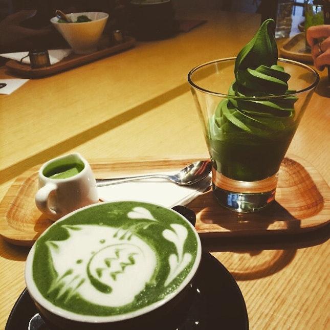Matcha icecream 😋😋😋 and finally get this super cute matcha latte 😘