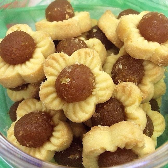 Yummy homemade pineapple tarts by my cousin @lianneelow!