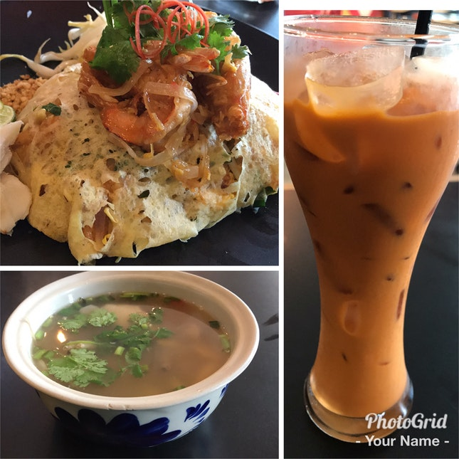 Phad Thai With Clear Tom Yam Soup