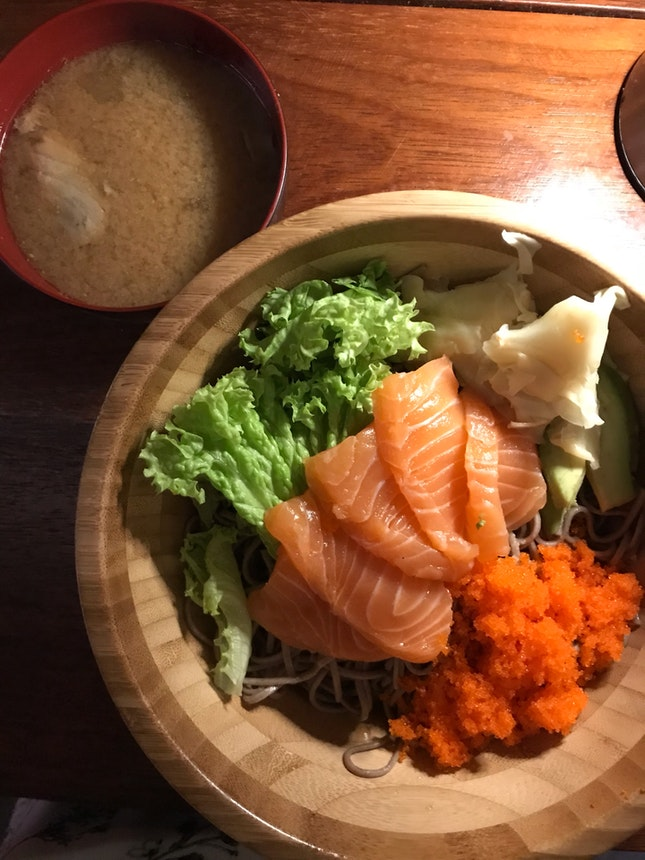Salmon Bowl With Soba