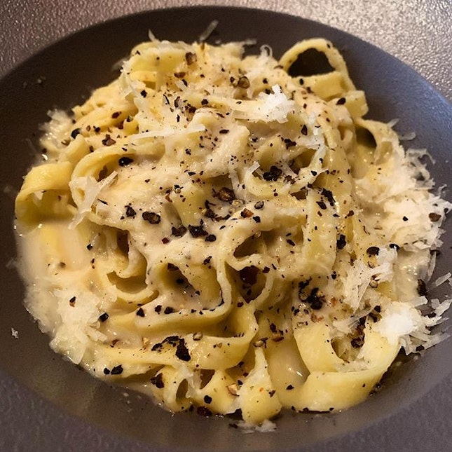 Cacio e Pepe _ Pasta with black pepper and cheese  _ Simple and good.