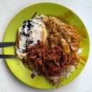 Braised Cabbage, Pork Chop, Runny Egg _ What is Hainanese Curry rice when it is not messy _ #sqtop_hawkerfood  #sqtop_milestones 12.5k #FoodinSingapore #WhatMakesSG #OurHawkerCulture #OurSGHeritage #uncagestreetfood #jiaklocal #PassionMadePossible #STFoodTrending #SGCuisine  #burpple #burpplesg  #burpplebeyond