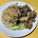 Chicken rice with Steamed chicken & chicken liver  _ Simple food for simple dinner  _ #sqtop_hawkerfood  #FoodinSingapore #WhatMakesSG #OurHawkerCulture #OurSGHeritage #uncagestreetfood #jiaklocal #PassionMadePossible #STFoodTrending  #SGCuisine  #burpple #burpplesg  #burpplebeyond