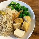 White bee hoon with ladies fingers and tofu _ Breakfast can be as simple as a piece of buttered toast or as luxurious as one can imagine  _ #sqtop_hawkerfood  #FoodinSingapore  #WhatMakesSG  #OurHawkerCulture  #OurSGHeritage  #uncagestreetfood #jiaklocal #jiaklocalsg  #PassionMadePossible #STFoodTrending  #SGCuisine  #wheretoeatsg #eatmoresg  #burpple #burpplesg  #burpplebeyond
