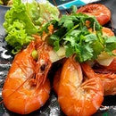 Steamed fresh prawns _ 300g translate to 8 big prawns.