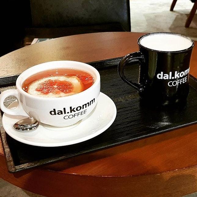 Acting like a Song Joong Ki with a sweet potato latte ($7) and honey grapefruit tea ($8).