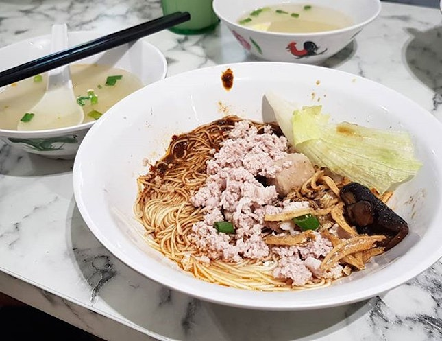 Signature mee sua ($4) - decent vinegary bowl of mee sua but not sure what's the hype about.