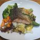 Salmon Steak With Hollandaise Sauce