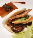 It's double happiness with this Braised and Roasted Pork Belly in Steamed Bun at Jade @fullertonhotel.