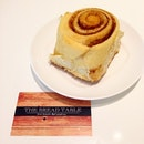 I'm not a fan of cinnamon but this cinnamon sticky bun from @thebreadtable tastes so soft and pillowy, I'm in love 😍!