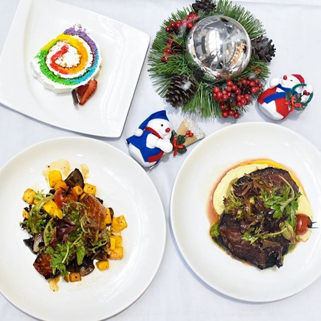 @orchardcentral is seriously a haven for all us foodies with all the big names and yummy food in the mall, like these Christmas treats from @deandeluca!