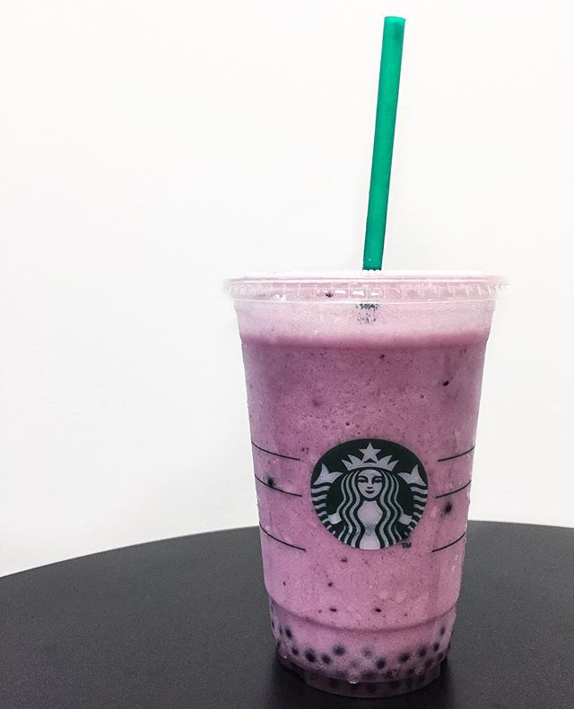 BEST DRINK AT STARBUCKS RIGHT NOW - Acai Mixed Berry Yogurt, OMG the acai balls can pop leh!