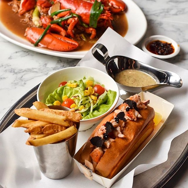 We are back our FAVORITE LOBSTER PLACE in Singapore at @pinceandpints - this time round at their new outlet at Katong!