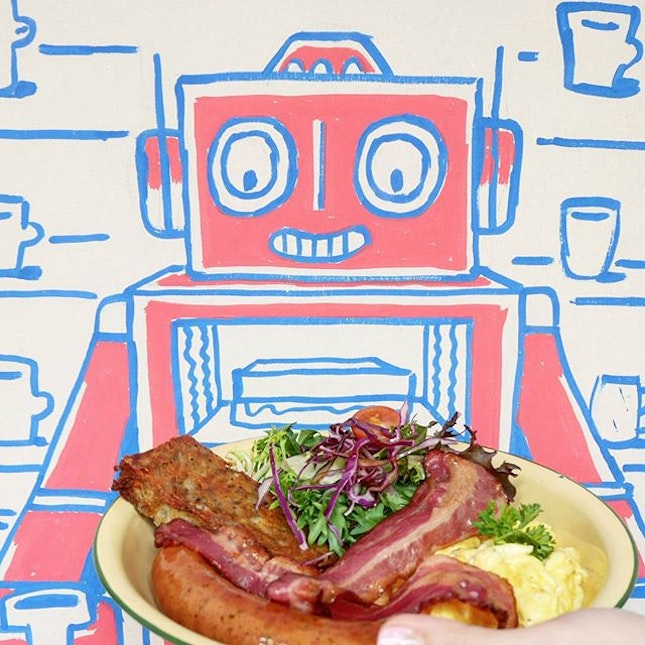 The robot who roams Telok Ayer looks happy to have his brunch.
