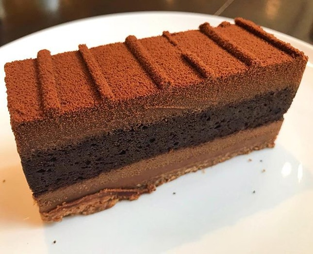 I can't remember what i had order at first, it was sold out, so i change another one and both of them also sold out 😭 ok i get chocolate cake at the end, and i'm glad i had tried this 😍 How to express 🤔 very chocolate?