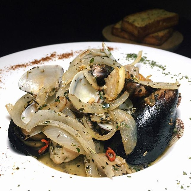 Clams & Mussels (in spicy white wine clear broth with herbs, garlic, onions and chilli, served with focaccia toast) from Gills N Shells.