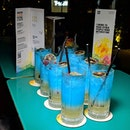 Just thinking about these Smurftastic gin-based cocktails I had forty-two oases ago at Cin Cin, Oasia Hotel Downtown (@stayoasia).