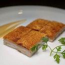 Crispy Pork Belly from Jiang-Nan Chun, Four Seasons Hotel Singapore (@fssingapore).
