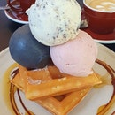 Charcoal ice cream 🙋♀️ .