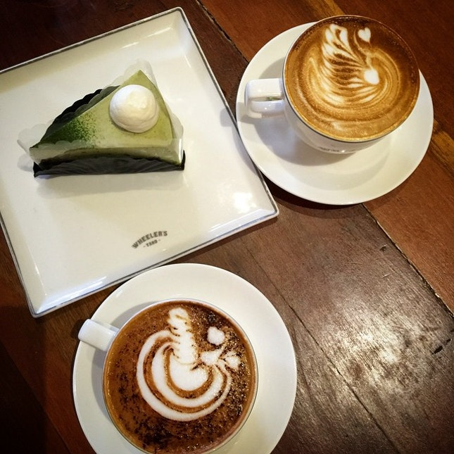 I call such cafes hipster cafes.