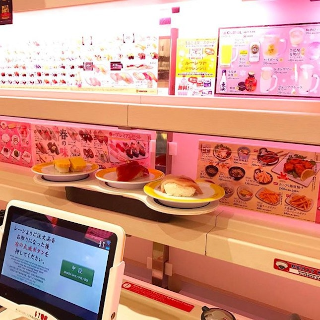 My first time trying conveyor belt sushi!