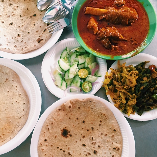 Chapati, Mutton Bone Curry, Chicken Curry, Vegetable Sides