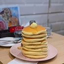 If you like egg yolks, the pancakes at belle ville are just your thing.