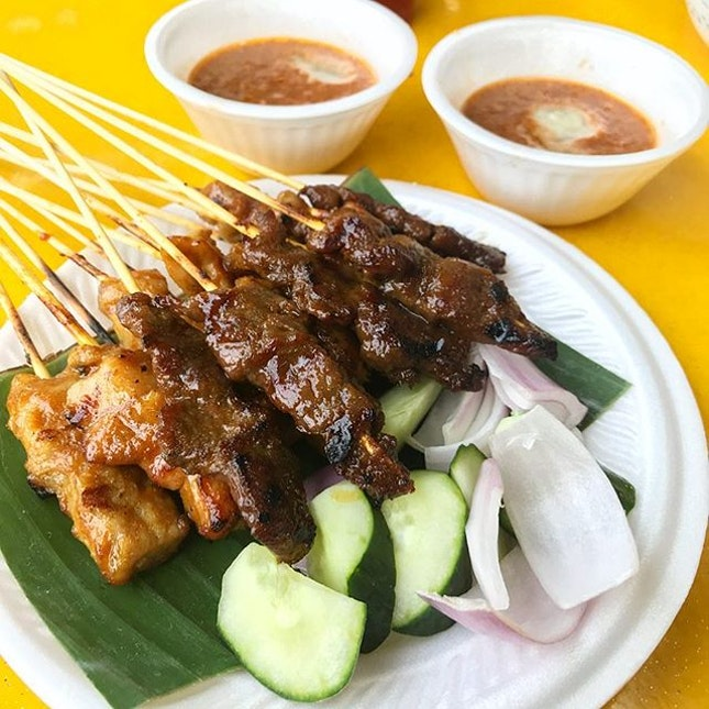 Kopitiams and Hawker Centres!