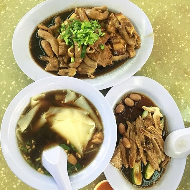 Kway chap ($13 for 3 pax) in this rainy weather 👍🏻 3/5 ✔️ Price is affordable and food is not bad ✔️ Kaki bukit mrt (opening soon)